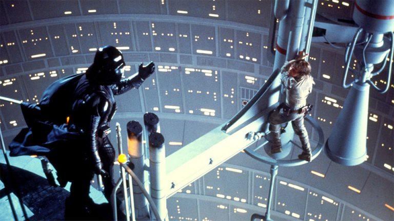 Darth Vader conta para Luke Skywalker que é seu pai. Crédito imagem: http://br.starwars.com.