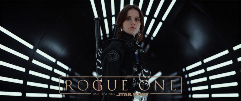 Jyn Erso luta contra o Império Galáctico juntamente com a Aliança Rebelde em Rogue One – Uma História Star Wars (2016). Crédito imagem: Walt Disney Pictures