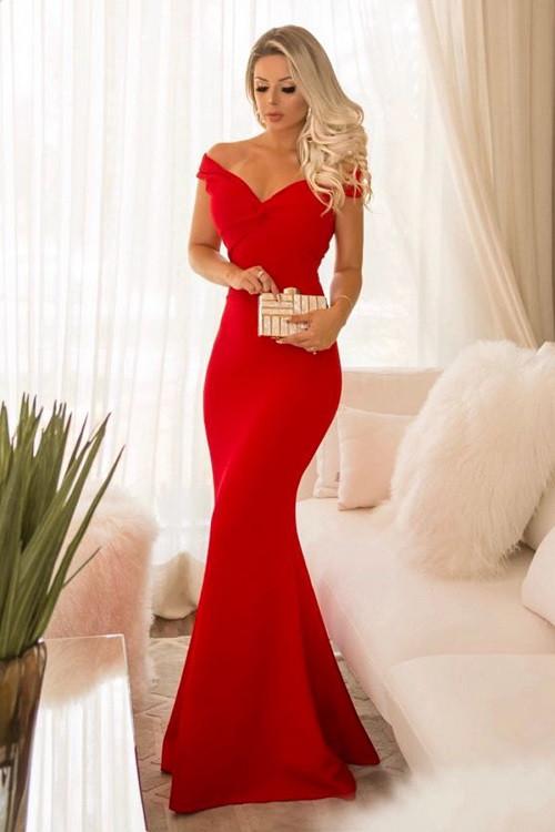 Bela mulher num belo vestido vermelho. Imagem: Internet.